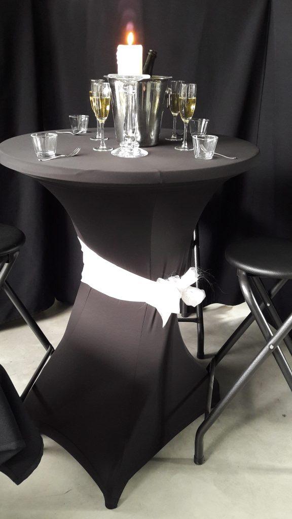Partytafel / praattafel + stretchhoes zwart + topcover