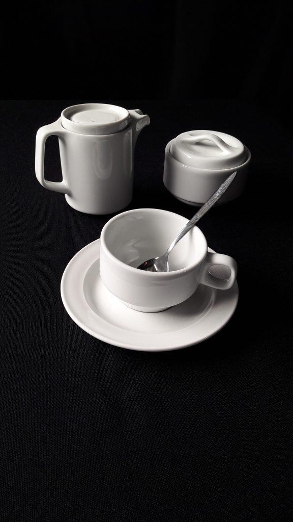Tassen, ondertassen, melkkan en suikerpot