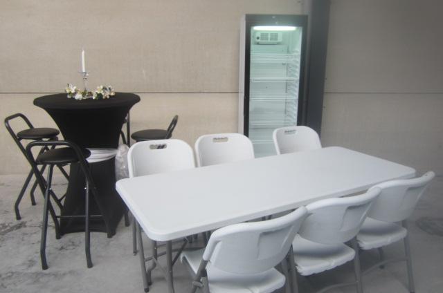 Witte bankettafel - opplooibaar met zwart tafelkleed